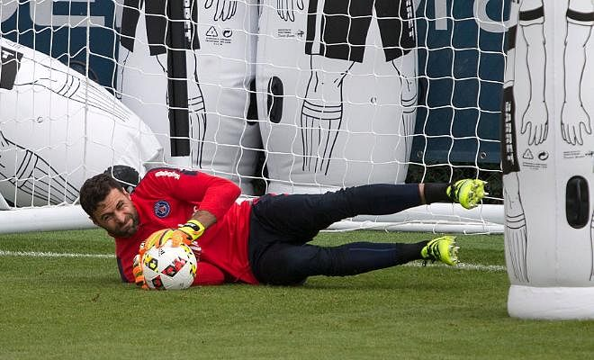 Sevilla close in on Sirigu!!According to L'Equipe, PSG goalkeeper Salvatore Sirigu is expected to join Sevilla on loan without the option to buy.