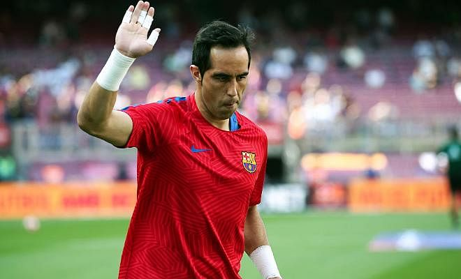 Manchester City to confirm Bravo signing by tomorrow!!City will have to wait until Barcelona complete the signing of Ajax goalkeeper Cillessen to announce the signing of Bravo. According to the Mirror, the goalkeeper will sign a three-year deal worth £100,000-a-week