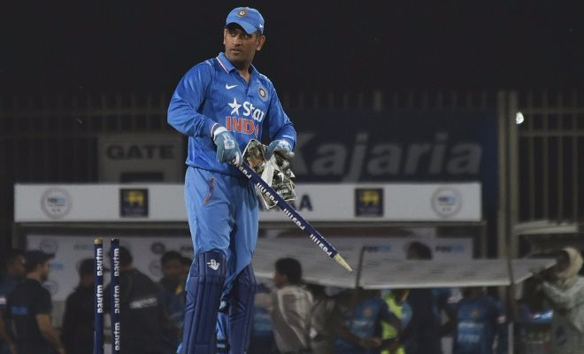 Twitter reacts to MS Dhoni's fast stumping magic