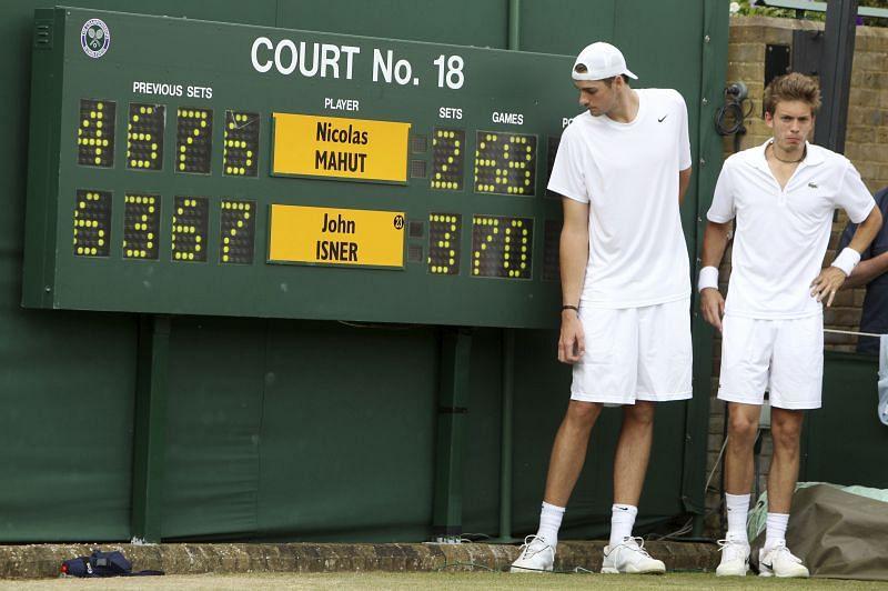 Isner needs final-set tiebreaker to reach Stockholm semis