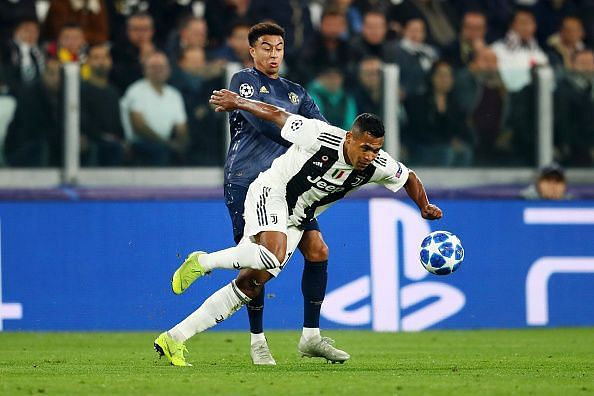 Jesse Lingard (back) tussling with Juventus' Alex Sandro. (Picture source: Getty Images)