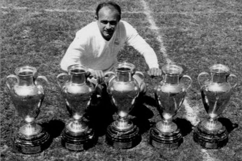 Di Stefano enjoyed a trophy-ladden spell at Santiago Bernabeu