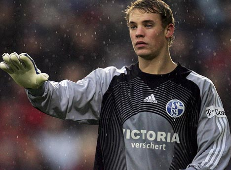 Video: Manuel Neuer plays as a striker and scores a goal