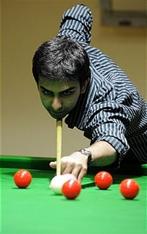 Cueist Pankaj Advani loses to Robbie Williams