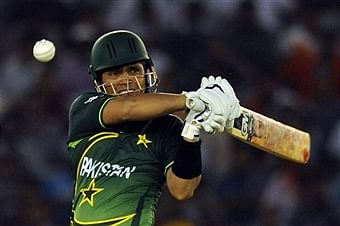 World T20: Kamran, Hafeez take Pakistan to a nervy-win