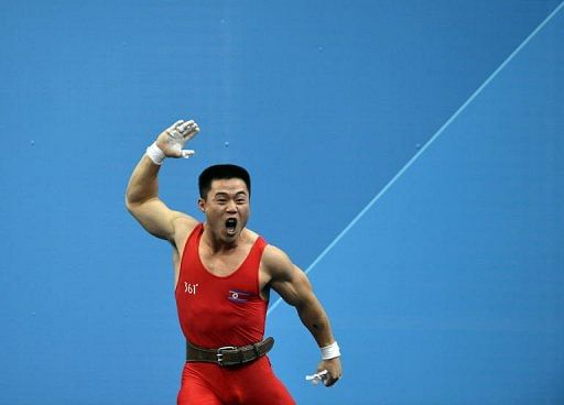 China wins gold at men's 62kg in World Weightlifting Championships