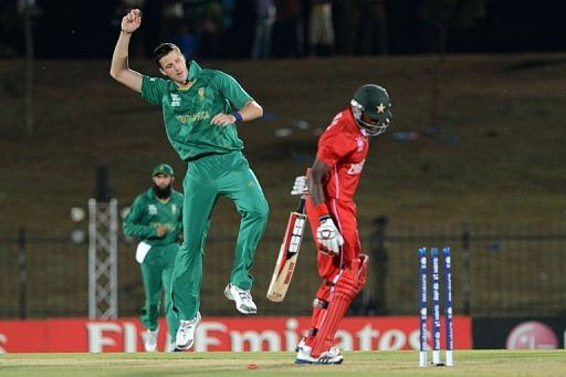 South African cricketer Morne Morkel (C) celebrates after he dismissed Zimbabwe cricketer Vusi Sibanda