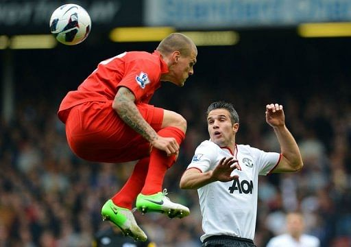 Liverpool's Martin Skrtel (L) vies with Manchester United's Robin van Persie