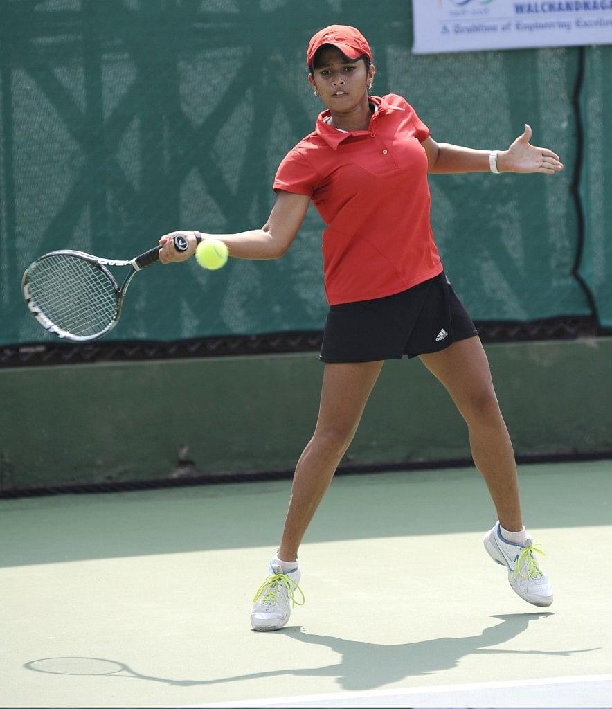 Upsets highlight pre-qurterfinal round in Under-16 tennis