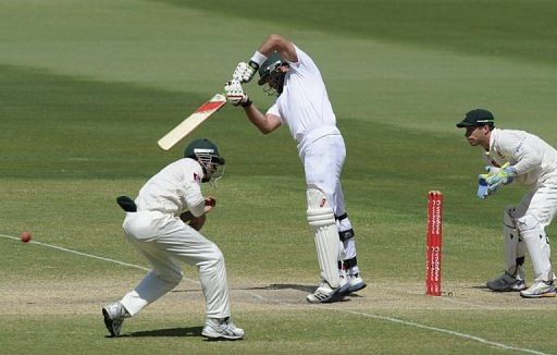 Du Plessis, de Villiers hold fort for Proteas (Lunch report)
