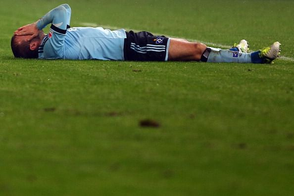 Hamburg's Rafael van der Vaart suffers ligament injury
