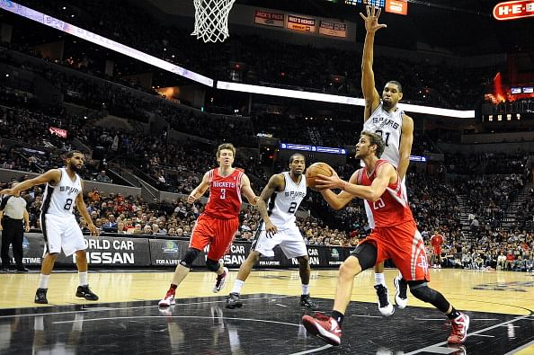 Spurs enjoy 17th straight win
