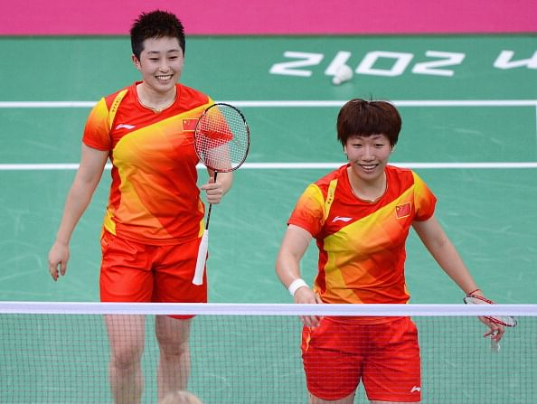Yang Yu (L) and Xiaoli Wang (R) of China