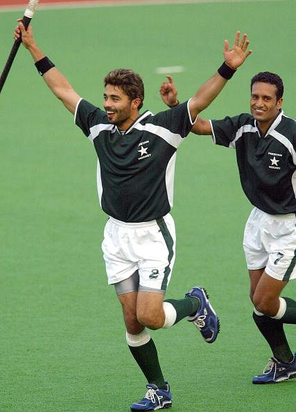 Imran Warsi (L) of Pakistan celebrates h