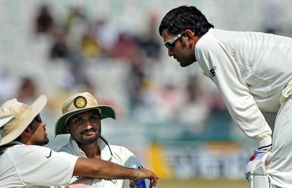 Indian cricket captain Mahendra Singh Dhoni (R) talks to players Zaheer Khan (L) and Harbhajan Singh (C) during the drinks break on the second day of the first Test between India and Australia in Mohali on October 2, 2010.