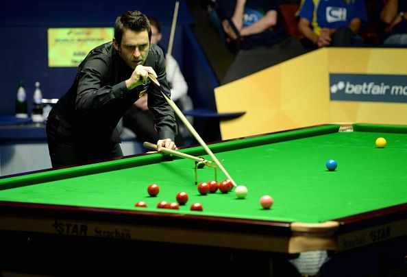 Ronnie O'Sullivan thrashes Barry Hawkins in World Snooker semifinal