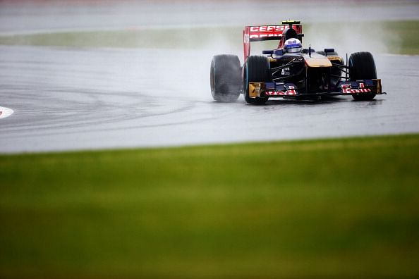 Ricciardo quickest in rain at Silverstone