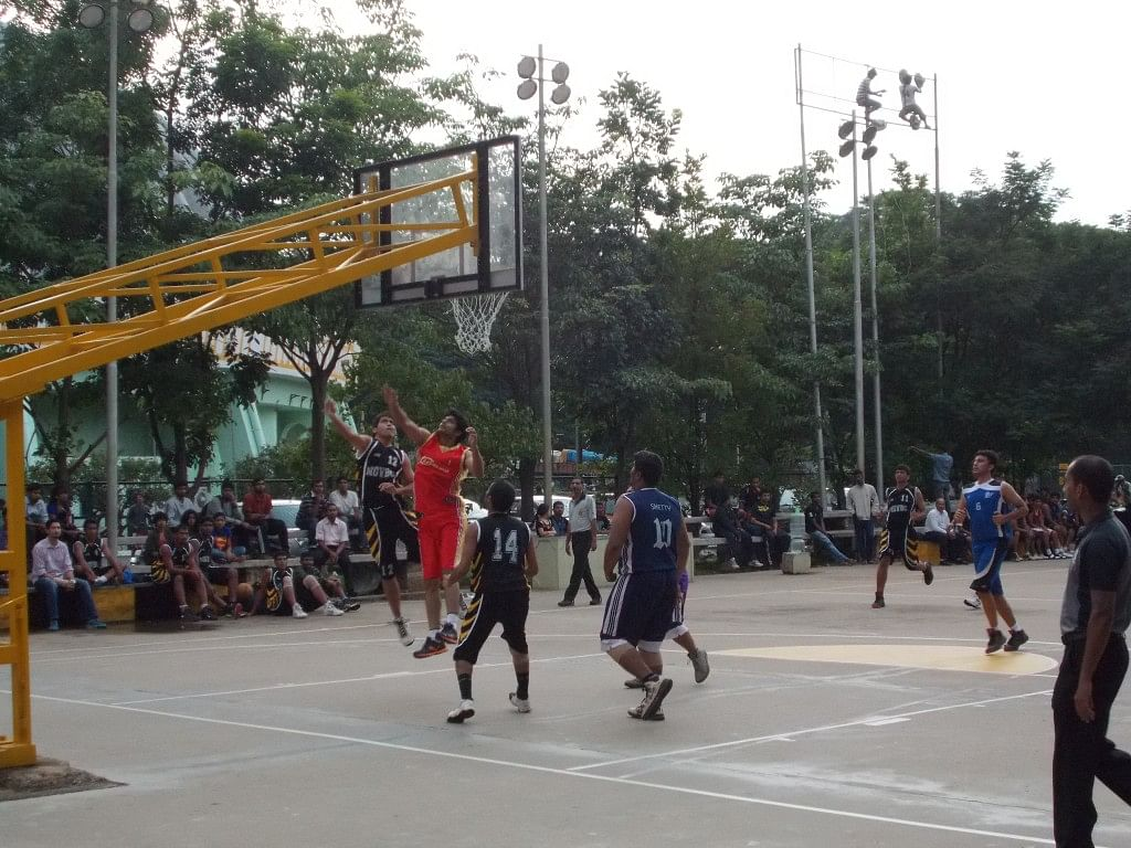 National Games Village Basketball Club (in blue) seen here against Rovers, Dharwad. NGV prevailed easily in the end. Copyright: Gopalakrishnan R
