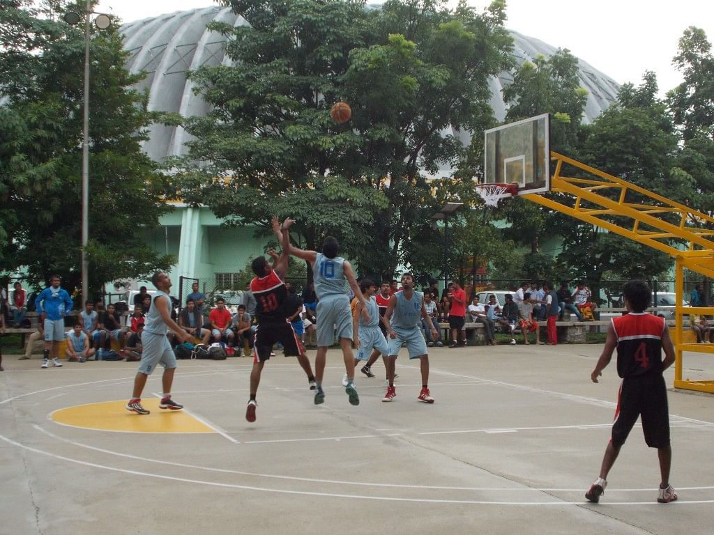 A player from VBC, Mandya goes up for a shot against the Indiranagar Basketball Club team. Copyright: Gopalakrishnan R