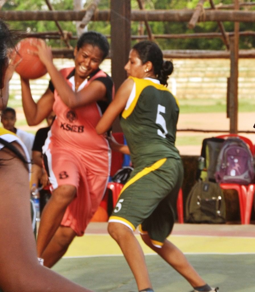 Ashey Mathew for KSEB against Central Railway Mumbai. KSEB made it to the Finals. Photo Courtesy: Kerala Basketball Association.