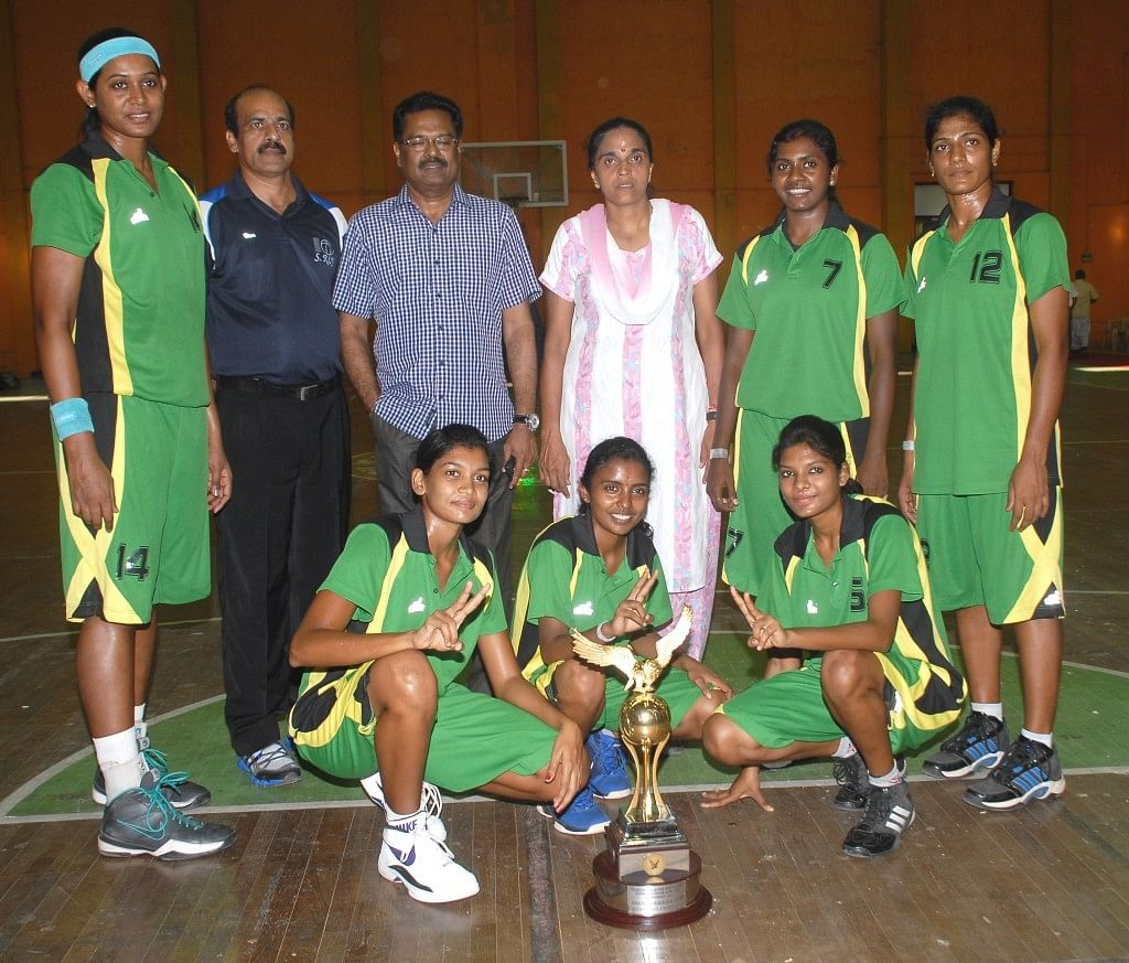 Women's winners Southern Railway comprising international stars Anitha Pauldurai and Geethy Anna Jose