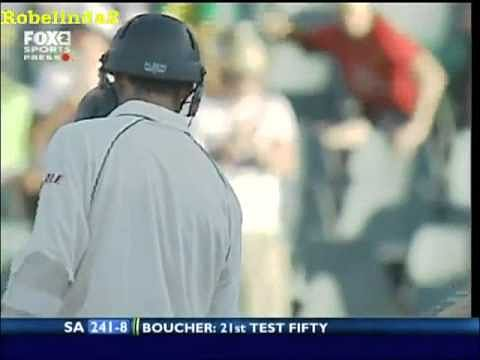 Video: Shane Warne bowls a bouncer