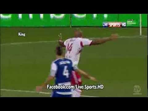 Video: Thierry Henry dances in protest of a foul