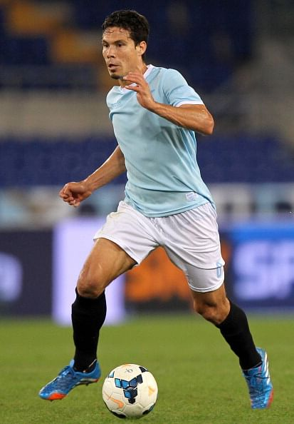 Report: 32 goals Brazilian midfielder – Hernanes is on Arsenal radar