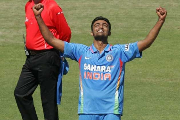 India vs Australia 2013: 4th ODI - India elect to field first; Ishant Sharma and Bhuvneshwar Kumar dropped