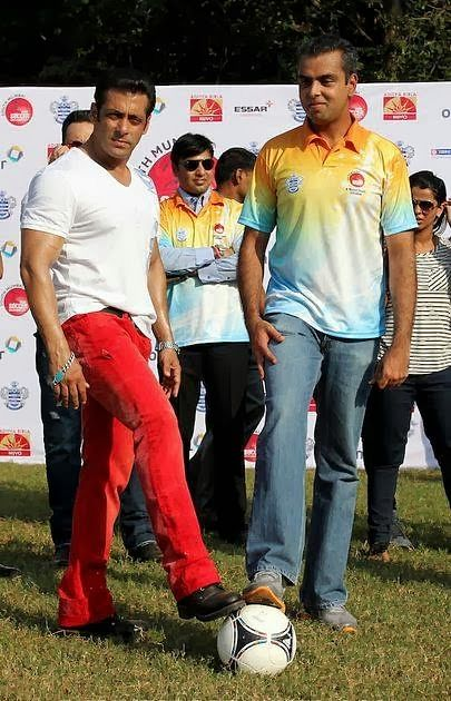 Salman Khan visits Milind Deora South Mumbai Junior Soccer Championship!