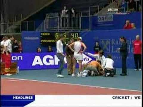 Video: Mary Pierce falls and ends her career