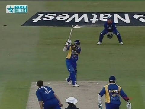 Video: Sanath Jayasuriya - Destructive sixes compilation