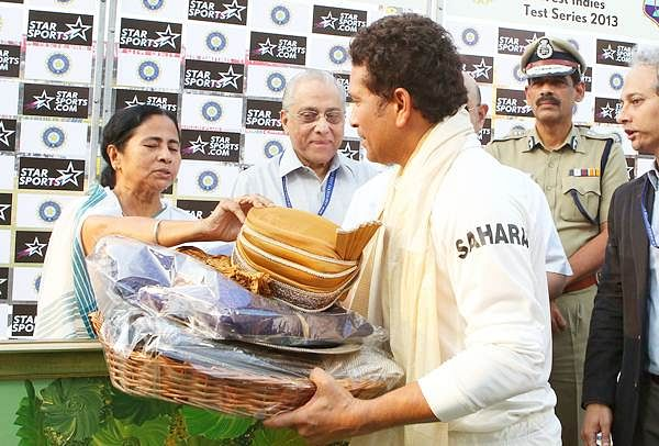 India vs West Indies 2013: Sachin Tendulkar presents Cricket association of Bengal as Eden pays farewell to him