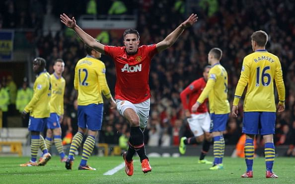 Traveling Arsenal fans instigated Robin van Persie to celebrate goal