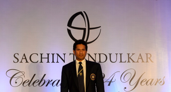 Sachin Tendulkar kept out of the team huddle by skipper MS Dhoni for a reason