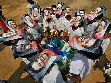 "2000 students in Kerala wear ""Sachin Tendulkar"" masks to pay unique tribute to the little master"