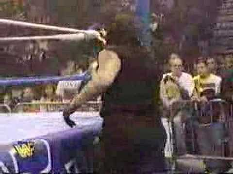 Video: Undertaker vs. Isaac Yankem (Kane)