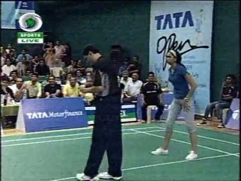 Video: Deepika Padukone vs Aamir Khan in a badminton match