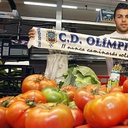 Grocer during the week, footballer at the weekend, Olimpic Xativa defender gets ready for biggest game of his life