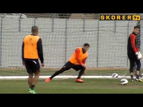Video: Luis Suarez shows off his Goalkeeping skills