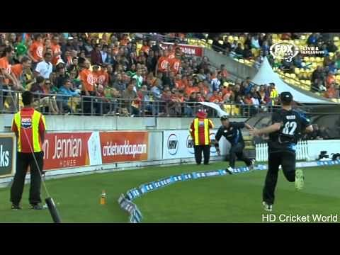 Video: Brilliant fielding on boundary by Corey Anderson