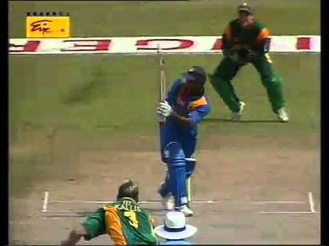 Video: Trademark Sanath Jayasuriya flick