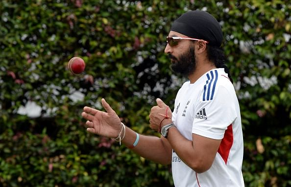 Monty Panesar harrasses American blonde after Ashes defeat