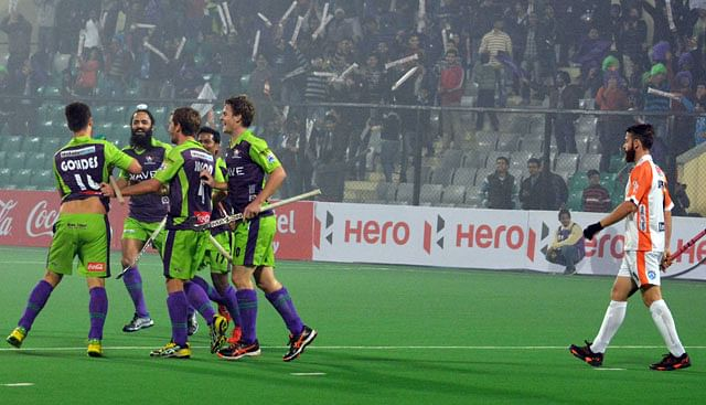 Hockey India League 2014: Delhi Waveriders blank Kalinga Lancers 5-0