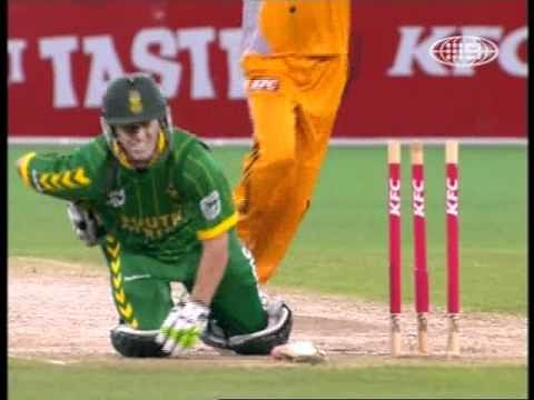 Video: AB de Villiers pulls off a blinder and plays a helicopter pull