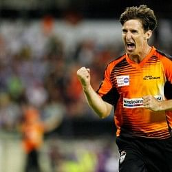Brad Hogg on verge of a world record as Australia select T20 veterans for World Cup