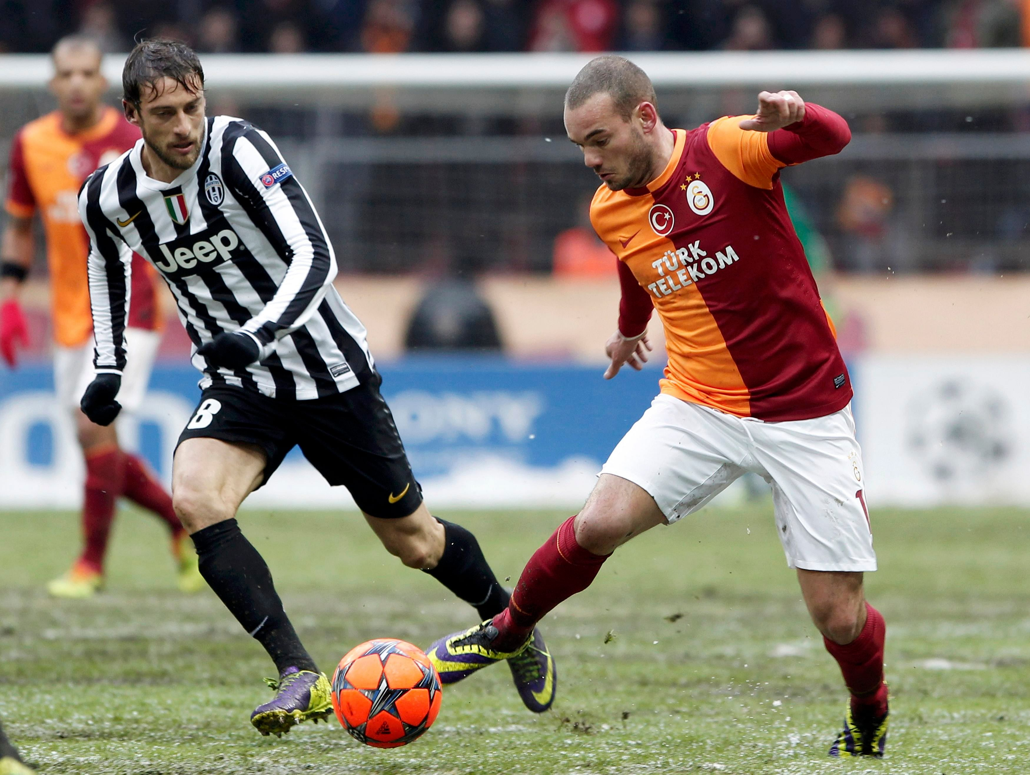 Wesley Sneijder confident of Galatasaray beating Chelsea