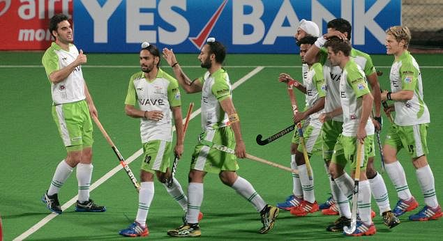 Delhi Waveriders win over Dabur Mumbai Magicians to consolidate their position in HHIL 2014
