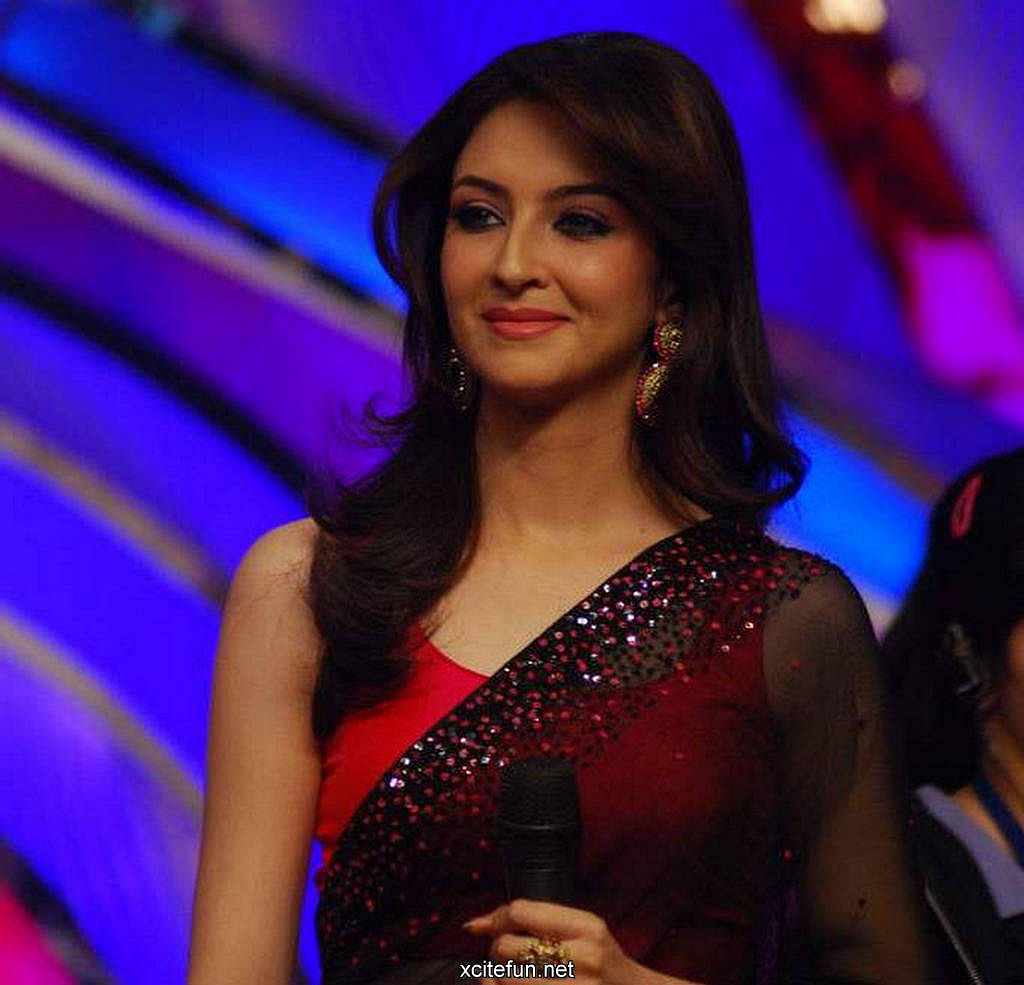 saumya tandon in saree veethi