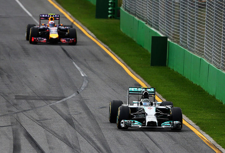 Nico Rosberg triumphant in Australia; Vettel and Hamilton retire
